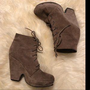 UO Brown / Beige Suede Lace Front Platform Boots 7